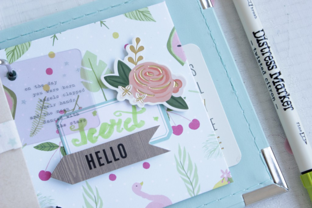 Decorar papel scrapbooking con Distress Marker