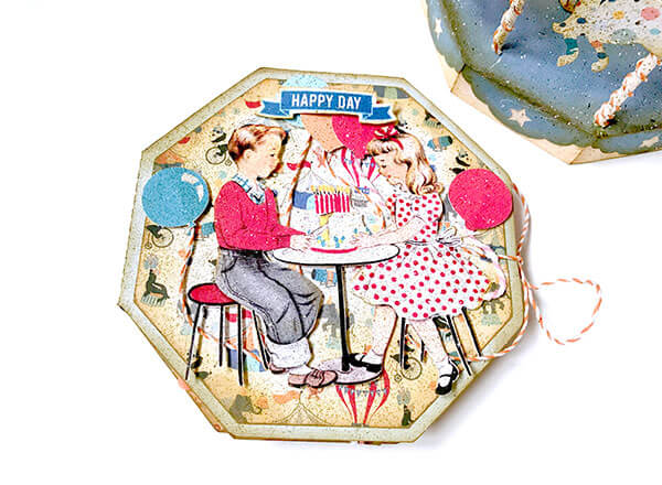 Mini album de scrapbooking con Hooray de Authentique
